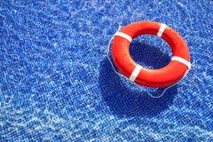 Salvavidas en piscina fotos de archivo