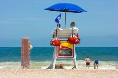 Salvavidas que miran la playa Fotografía de archivo libre de regalías