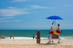 Salvavidas que miran la playa Imagen de archivo libre de regalías