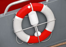 Salvavidas rojo y blanco con la cuerda Imagen de archivo