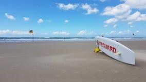 Salvavidas Surfboard en Gold Coast en Queensland Australia imagen de archivo libre de regalías