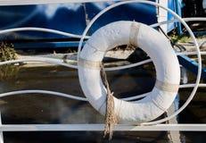 Salvavita affinchè una persona d'annegamento afferrino Fotografie Stock Libere da Diritti