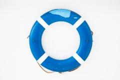 Salvavita blu su una parete bianca Fotografia Stock