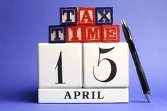 Salve la fecha, el 15 de abril, día del impuesto de los E.E.U.U. Foto de archivo libre de regalías