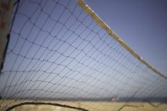 Salvobal netto bij strand stock afbeelding