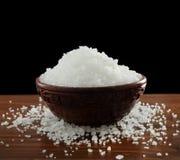 Salz in einer Schüssel Stockbild