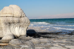 Salz im Toten Meer Stockbild