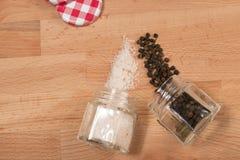 Salz und Pfeffer im Glas Lizenzfreie Stockbilder