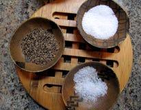 Salz-und Pfeffer-Schüsseln Stockfotos