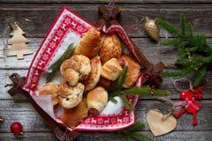 Salz und süße Torten mit Weihnachtsdekoration Lizenzfreies Stockfoto
