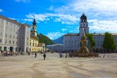 Salzburg Österrike - Maj 01, 2017: Centralt ställe i den Salzburg staden Arkivfoton
