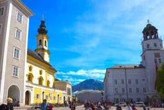 Salzburg Österrike - Maj 01, 2017: Centralt ställe i den Salzburg staden Fotografering för Bildbyråer