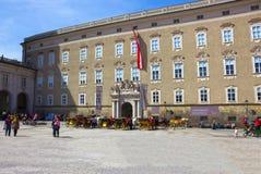 Salzburg Österrike - Maj 01, 2017: Centralt ställe i den Salzburg staden Royaltyfria Bilder