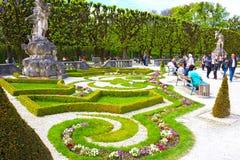 Salzburg Österrike - Maj 01, 2017: En del av den härliga Mirabellen arbeta i trädgården i Salzburg Royaltyfri Bild