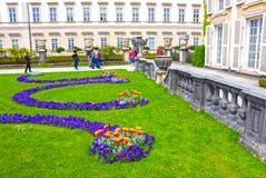 Salzburg Österrike - Maj 01, 2017: En del av den härliga Mirabellen arbeta i trädgården i Salzburg Royaltyfri Foto