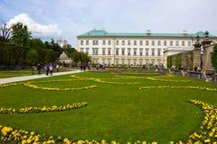 Salzburg Österrike - Maj 01, 2017: En del av den härliga Mirabellen arbeta i trädgården i Salzburg Arkivfoton
