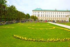 Salzburg Österrike - Maj 01, 2017: En del av den härliga Mirabellen arbeta i trädgården i Salzburg Royaltyfri Fotografi