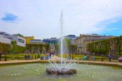 Salzburg Österrike - Maj 01, 2017: En del av den härliga Mirabellen arbeta i trädgården i Salzburg Arkivbilder