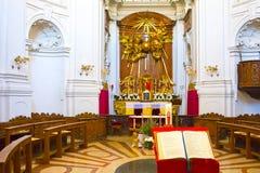 Salzburg Österrike - Maj 01, 2017: Inom Treenighet-kyrkan i Salzburg Österrike Kyrkan byggdes mellan 1694 och Arkivfoton