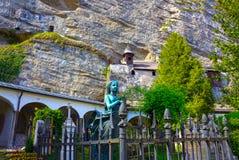 Salzburg Österrike - Maj 01, 2017: Kyrkogården för St Peter ` s på Salzburg Arkivbild