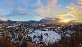Salzburg Österrike på solnedgången Arkivfoto