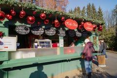 Salzburg, AUSTRIA - 21 de diciembre: Mercado de la Navidad de Salzburg en el De Foto de archivo libre de regalías