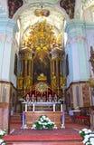 Salzburg, Austria - 1 de mayo de 2017: Interior de Peter Abbey Church del santo Fundado en 696 se considera uno del más viejo Fotografía de archivo