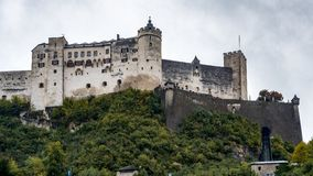 SALZBURG/AUSTRIA - 19 DE SEPTIEMBRE: Vista del castillo en Salzburg fotografía de archivo