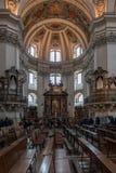 SALZBURG/AUSTRIA - 19 DE SEPTIEMBRE: Vista interior de la catedral de Salzburg imágenes de archivo libres de regalías