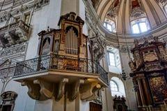 SALZBURG/AUSTRIA - 19 DE SEPTIEMBRE: Vista de un órgano en Salzburg C imagen de archivo