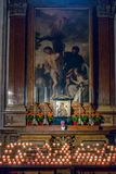 SALZBURG/AUSTRIA - 19 DE SEPTIEMBRE: Vista de un altar en Salzburg C fotos de archivo