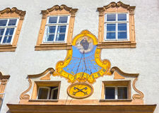 Salzburg Austria, Maj, - 01, 2017: Sundial na budynek ścianie przy kwadratem St Peter Obrazy Royalty Free
