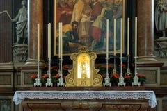SALZBURG/AUSTRIA - SEPTEMBER 19: Sikt av ett altare i Salzburg C arkivfoton