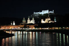 Salzburg bij nacht Stock Foto's