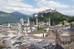 Salzburg con la fortaleza de Hohensalzburg Fotografía de archivo