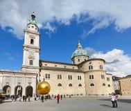 Salzburg domkyrka och monument till Paul Fuerst Salzburg, Österrike arkivfoto