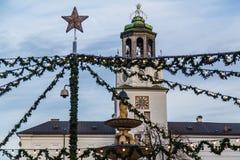 Salzburg julmarknad i Residenzplatzen Arkivfoto