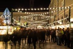 Salzburg julmarknad på natten Royaltyfria Bilder