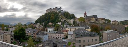 Salzburg linia horyzontu z Festung Hohensalzburg w lecie obrazy royalty free