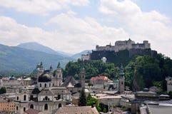 Salzburg med Festung arkivfoto