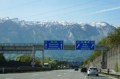 Salzburg, Oostenrijk - April 22, 2016: Op Autobahn & x28; Duitse Weg Stock Foto
