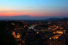 Salzburg, Oostenrijk bij schemer royalty-vrije stock foto