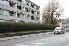 Salzburg, Oostenrijk - Maart 19, 2013: Weergeven van de straten van Salzburg in de winter stock foto