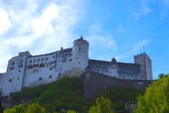 Salzburg, Oostenrijk - Mei 01, 2017: Hohensalzburgvesting, Salzburg in Oostenrijk Royalty-vrije Stock Afbeelding