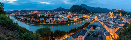 Salzburg på natten, panorama Royaltyfri Foto