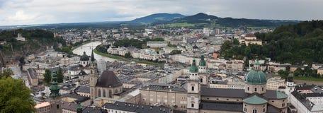 Salzburg, panoramische cityscape, panoramamening op het stadscentrum stock foto's