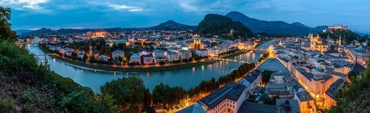 Salzburg przy nocą, panorama Zdjęcie Royalty Free