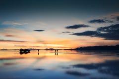 Salzen Sie flaches Salar de Uyuni bei Sonnenuntergang, Altiplano, Bolivien stockfotos