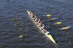 Salzige Highschool Mannschaft läuft im Kopf von Charles Regatta Men-` s Jugend Eights Lizenzfreie Stockfotografie