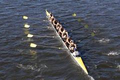 Salzige Highschool Mannschaft läuft im Kopf von Charles Regatta Men-` s Jugend Eights Lizenzfreies Stockfoto